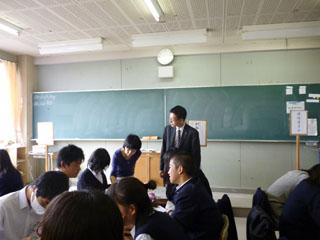 神奈川県立湘南台高校で「模擬議会」のアドバイザーを務めた筆者