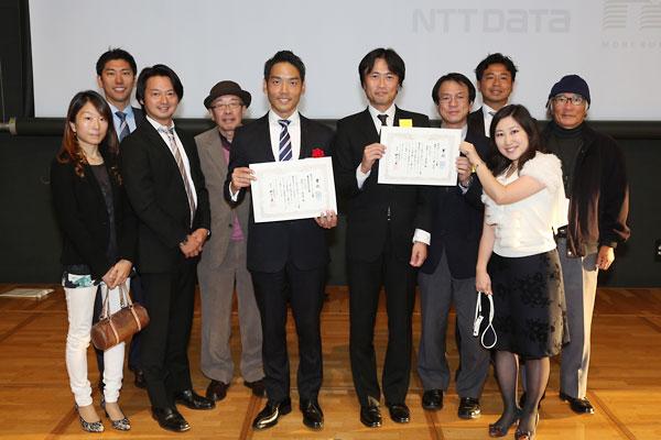 第9回マニフェスト大賞「優秀賞」「審査委員会特別賞」の受賞に喜ぶ湘南ビジョン研究所のメンバー