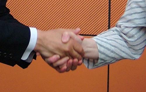 現新2人、8年ぶり選挙戦に 宮古市長選告示