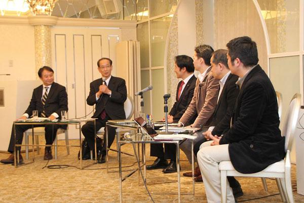 初日のパネルデスカッションでコメントする北川先生