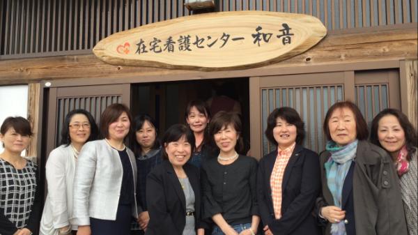 2期生の同期たちと黒澤さん(右から3人目)、笹川記念保健協力財団の喜多理事長(右から2人目)