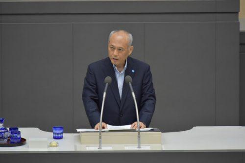 所信表明演説をする舛添氏(6月1日、都議会本会議で)