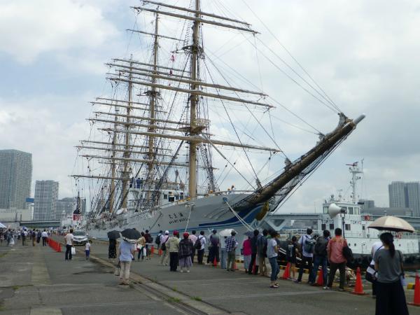 帆船「海王丸」など9隻が公開され人気を呼んだ