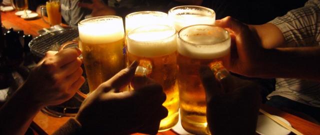 見知らぬ未成年者の飲酒は黙認が8割弱