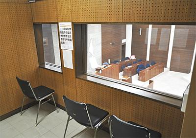 新しく設置された傍聴部屋。議場を横から見下ろせる