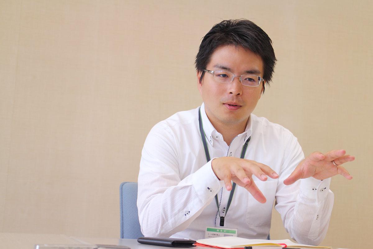 インタビューに答える日本財団ソーシャルイノベーション推進チーム・花岡隼人さん
