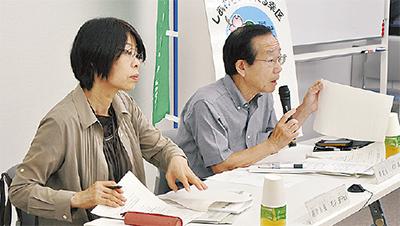 会議を進める成川委員長(右)と松井副委員長
