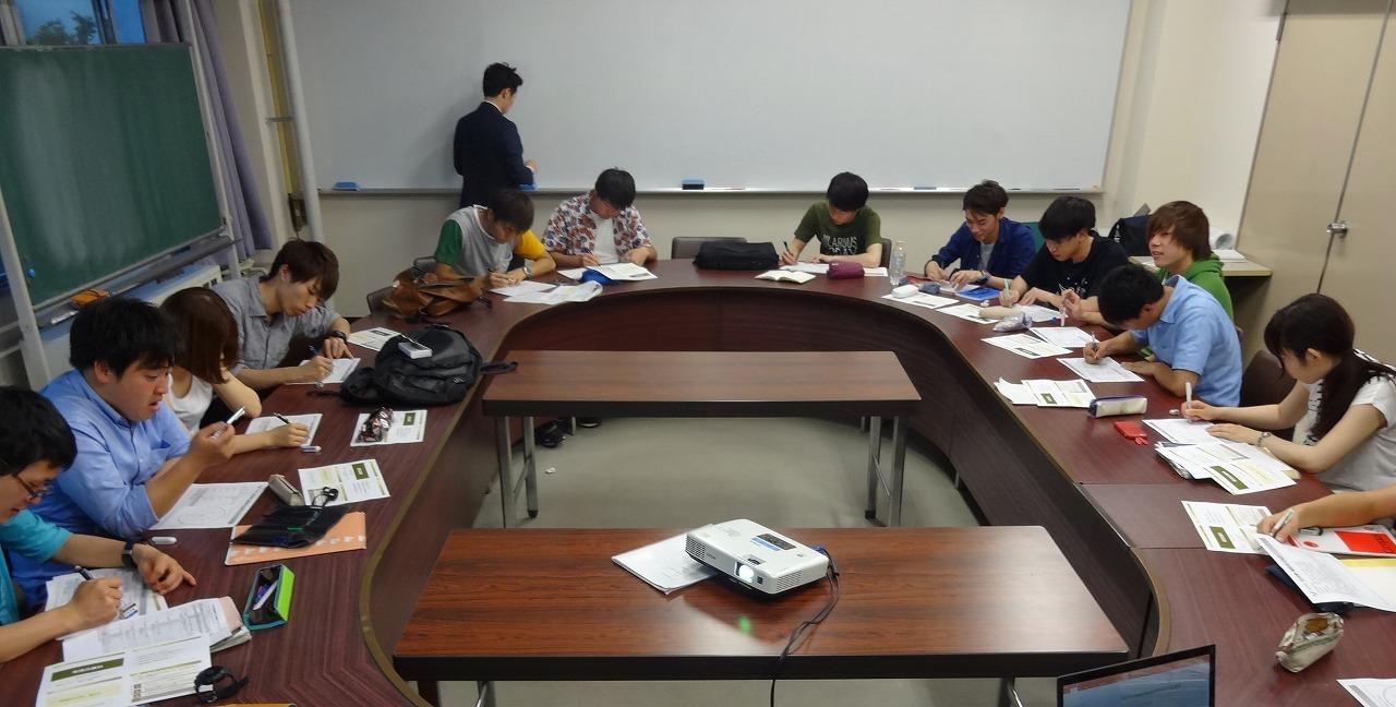 参院選の公開討論会に向けた勉強会1