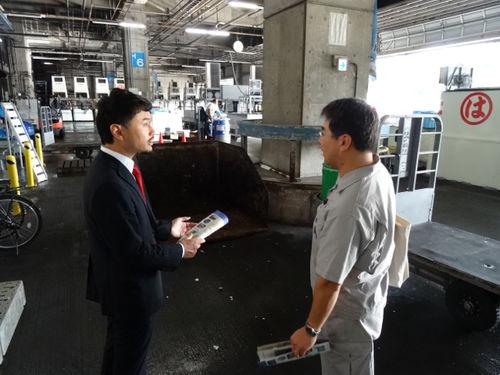 大田市場を視察する岡高志区議4