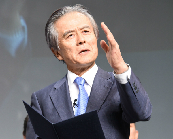 講評を行う小宮山選考委員長