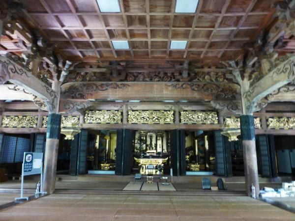 名刹・専敬寺の豪壮な内部
