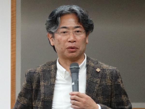 基調講演で人工知能時代について語る中邑教授