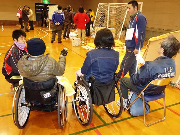 障害のある人も訓練に参加=12月13日
