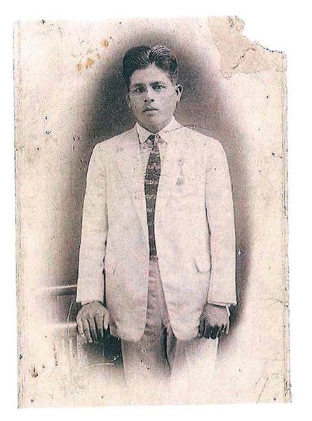 3人が保管していた父親冨里樽二さんの写真