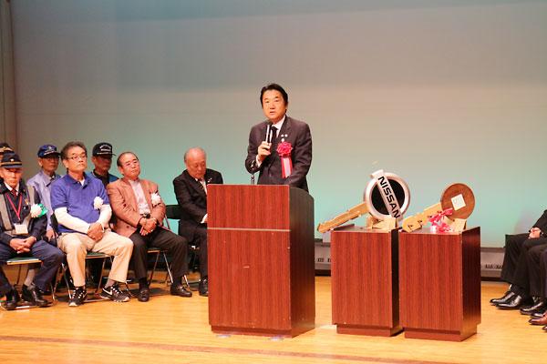 出発式で挨拶する野田義和 東大阪市長