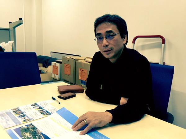 研究室で学校の魅力化について語る牧野・東大大学院教育学研究科教授