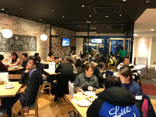 E's CAFEの店内の風景