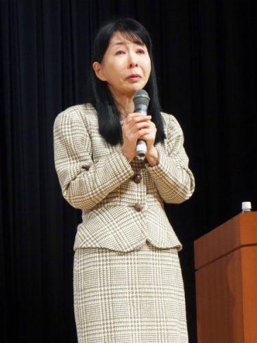 講演をする児童精神科医の夏苅郁子さん