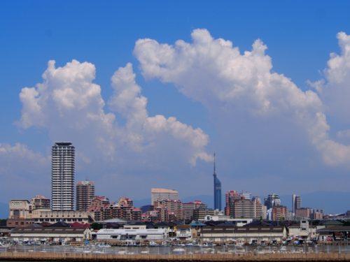 福岡の街と空