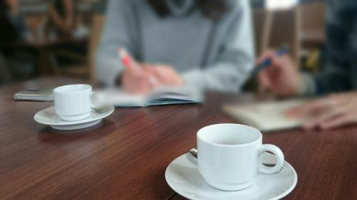 カフェで打ち合わせ