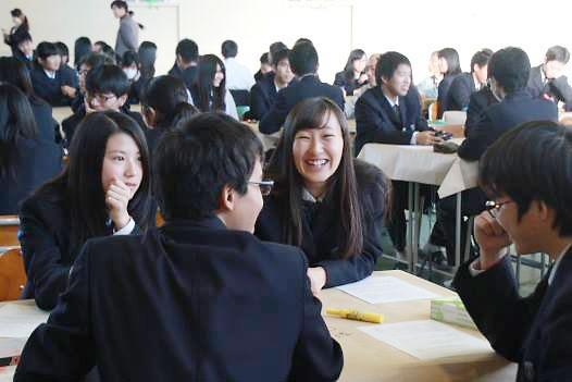 研修を受ける高校生