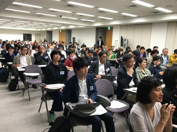説明会に出席したNGOなどの関係者