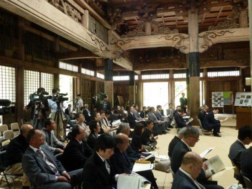 発足式は歴史を誇る専敬寺のお御堂で行われた