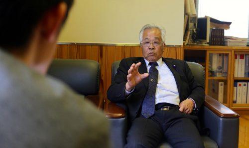 村議会議長の朝倉慧氏(77)は26歳の頃に「青年団」の前身団体を立ち上げた