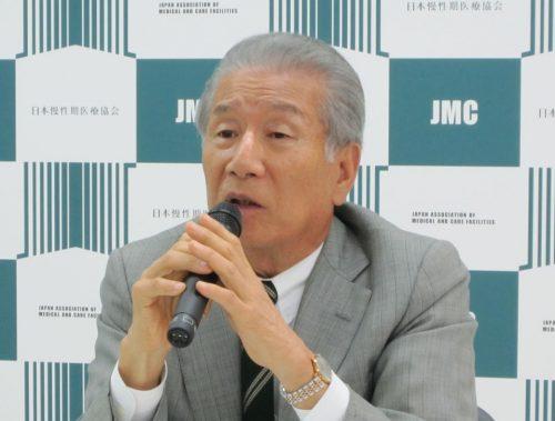 5月11日、定例記者会見に臨んだ日本慢性期医療協会の武久洋三会長