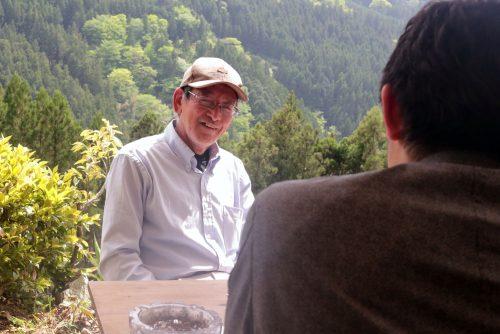 自宅の裏山を開拓して始めた「さくら祭り」で毎年400名以上の参加者を集める村議会議員の川上文人氏(64)