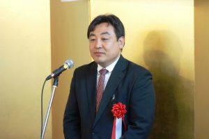 あいさつをする日本財団災害復興支援センター熊本本部の梅谷佳明センター長