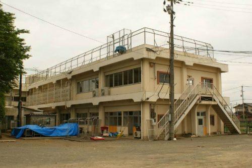 地震直後の本館の様子。跡地は今、駐車場に。将来ここに本館を建て替える予定(写真提供:第二明星学園)
