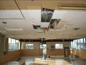 地震直後の本館室内の様子(写真提供:第二明星学園)