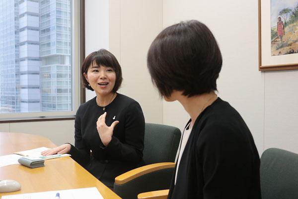 波多野麻美理事長(左)と西山和枝リーダー2
