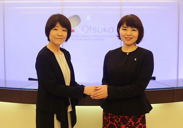 西山和枝リーダー(左)と波多野麻美理事長
