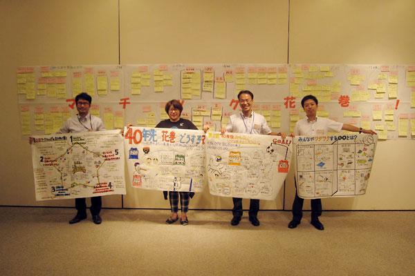 市民グラフィッカーの阿部亜紀さん(左から2人目)とマチツク花巻グラフィックチーム