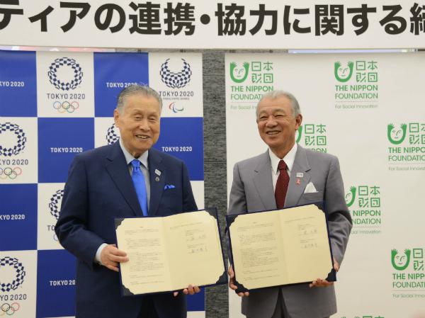 協定書に署名した森・笹川両会長
