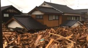 前例のない大量の流木にどう対処すべきか―豪雨被災地に職員派遣