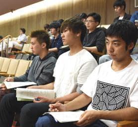 「思い伝わる論戦を」 大学生が県議会傍聴