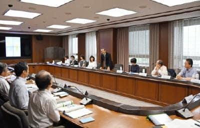 県審議会女性委員42.7%、審議会100のうちゼロ3