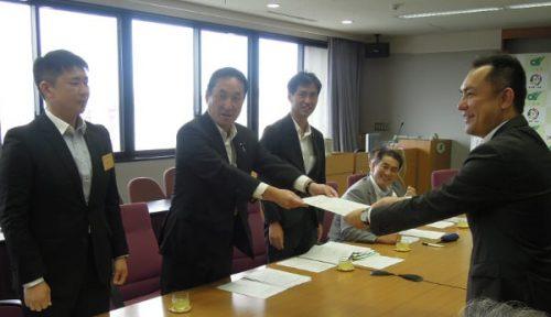 予算に頼らない施策を 三重県議会、県政運営に申し入れ書