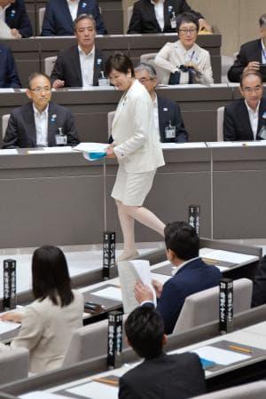 新都議会が始動、議長選出 小池知事出席、女性3割に