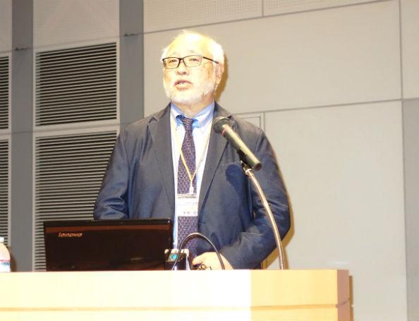 講演をする日本精神科看護協会の末安民生・会長
