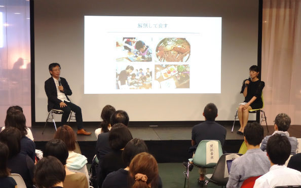 ROCKETプロジェクトを紹介する福本理恵・東大先端研特任研究員(右)と中邑教授