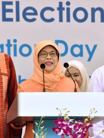 シンガポール大統領に初の女性 前国会議長ハリマ氏、無投票で