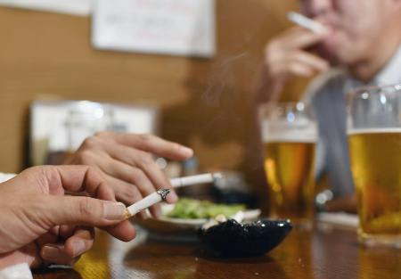 都、屋内飲食店は「原則禁煙」 五輪に向け罰則付き条例提案へ