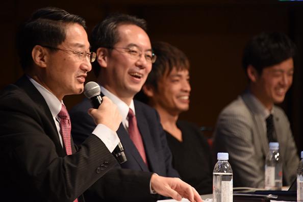 鳥取県の現状をユーモアたっぷりに説明する平井知事