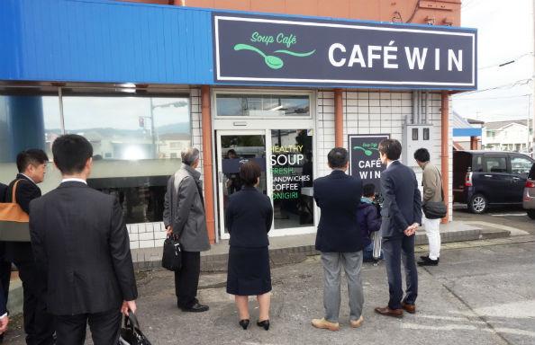間もなく開店する「Café WIN」の外観(12月1日撮影)