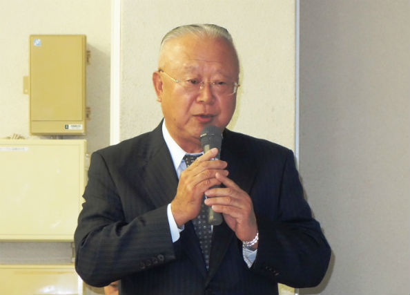 「KINOBUTA」の事業説明をする社会福祉法人「飛翔会」の矢野義範・理事長