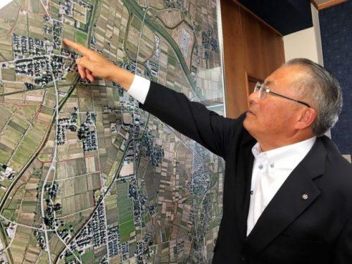応接室に飾られた2000分の1縮尺の村地図